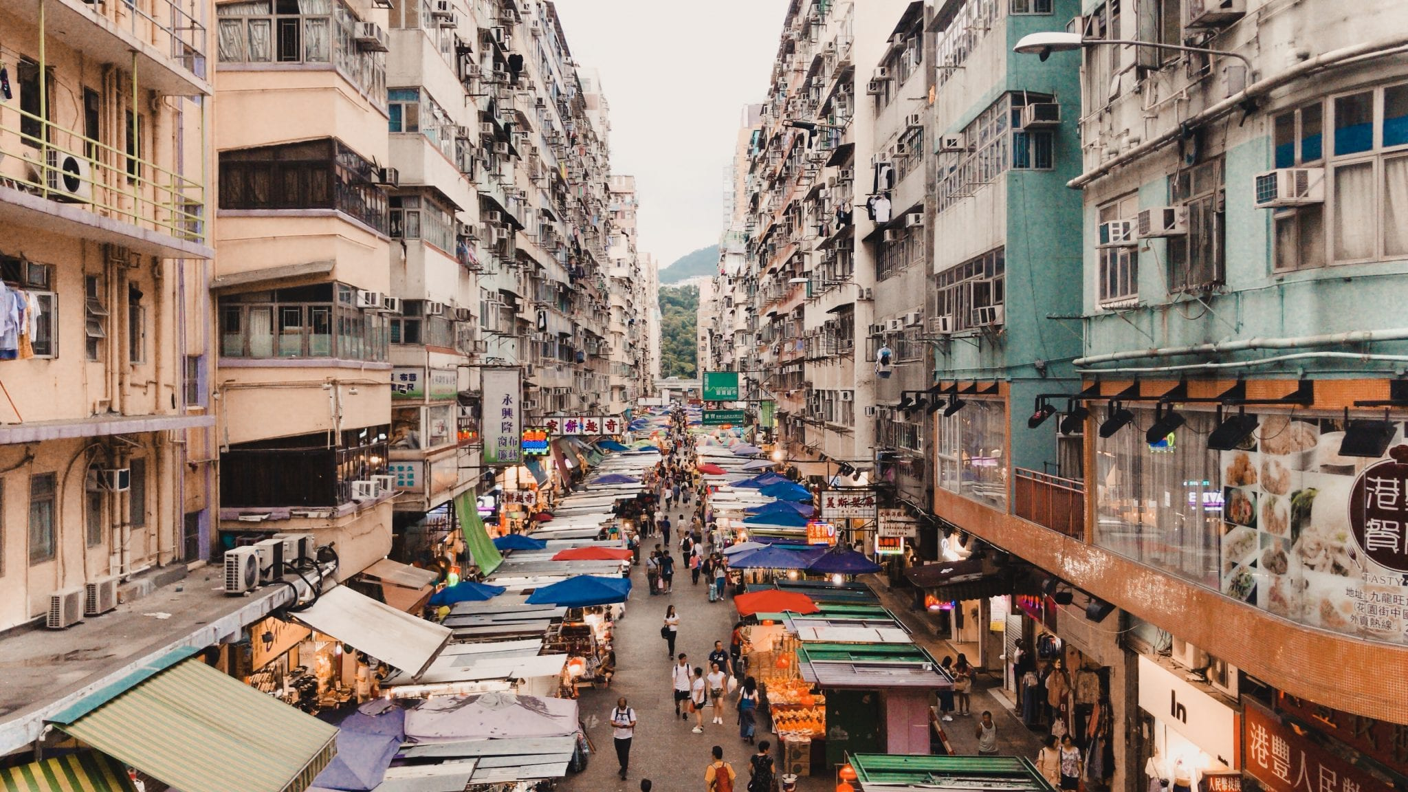 busy markets in Hong Kong